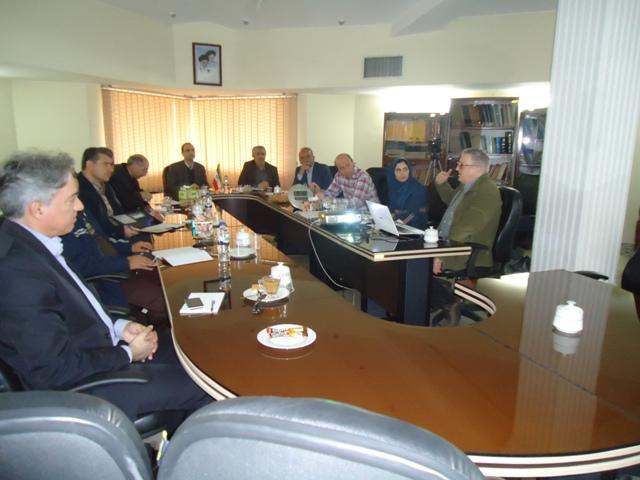 DSC09346 نمایش کارگاه آموزشی کشت سالیکورنیا در مرکز تحقیقات وآموزش گلستان با حضور دکتر خوش خلق سیما
