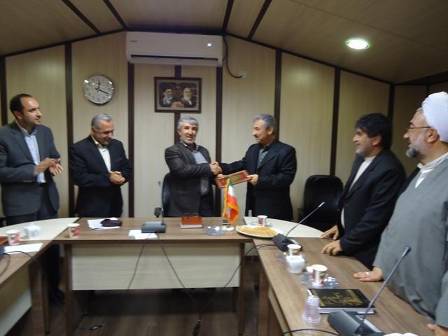 DSC09666 تقدیر از دکتر علیرضا کیانی پژوهشگر برگزیده استان گلستان