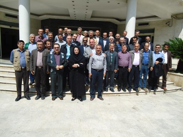 DSC09791 حضور همکاران مرکز تحقیقات و همچنین آموزش کشاورزی گلستان درضیافت بازنشستگی همکار پیشکسوت آن مرکز