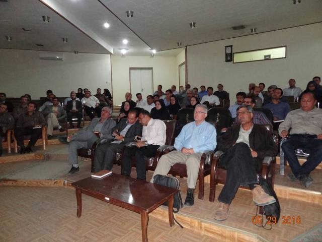 DSC4654 سخنرانی بررسی کننده و پروهشگر مرکز تحقیقات و همچنین آموزش گلستان در کارگاه آموزشی مدیریت فناوری ها در کشاورزی حفاظتی
