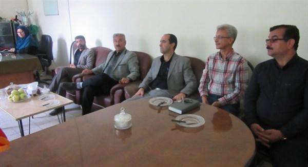 N9807162B نشست صمیمی گروهی از مدیران نهاد تحقیقات با همکاران قسمت و بخش تحقیقات گیاهپزشکی مرکزتحقیقات وآموزش گلستان
