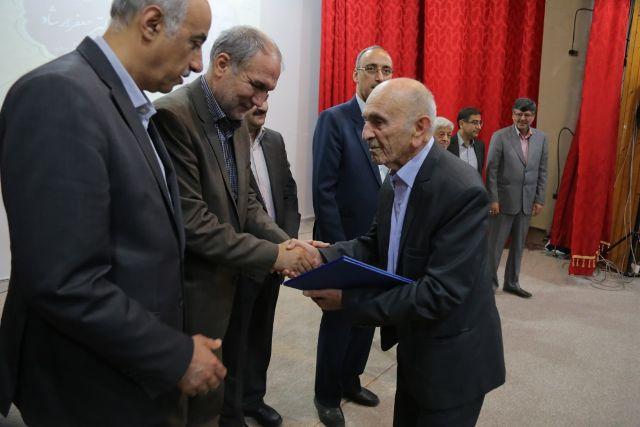 N9807242D آیین نکوداشت پروفسور جعفر ارشاد استاد سرآمد گیاه پزشکی برگزار شد