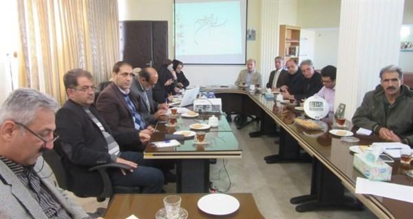 N9810113C برگزاری جلسه هم اندیشی با موضوع انار در مرکز تحقیقات و همچنين آموزش گلستان