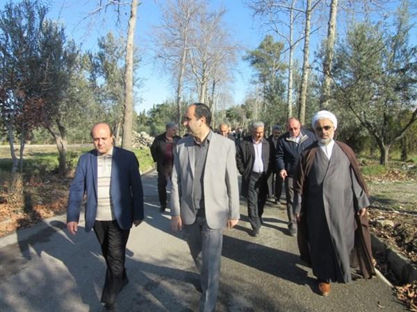 N9811153B برگزاری همایش پیاده روی در مرکز تحقیقات و همچنين آموزش گلستان به مناسبت دهه فجر انقلاب اسلامی