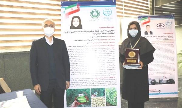 N9909253B افتخار انتخابپژوهشگرمرکز تحقیقات و همچنين آموزش گلستانبه عنوان پژوهشگر برتر کشور